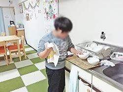 皿洗い3顔出しNG.jpg