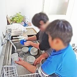 皿洗い4顔出しNG.jpg