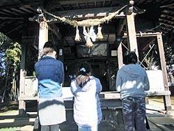 神社へお参り.jpg